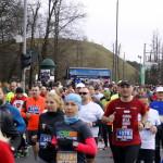 Zbliżenie za biegnących zawodników