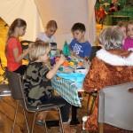 Świątecznie i sportowo (3) Dzieci w trakcie zajęć praktycznych