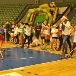Świątecznie i sportowo (4) Dzieci rywalizują