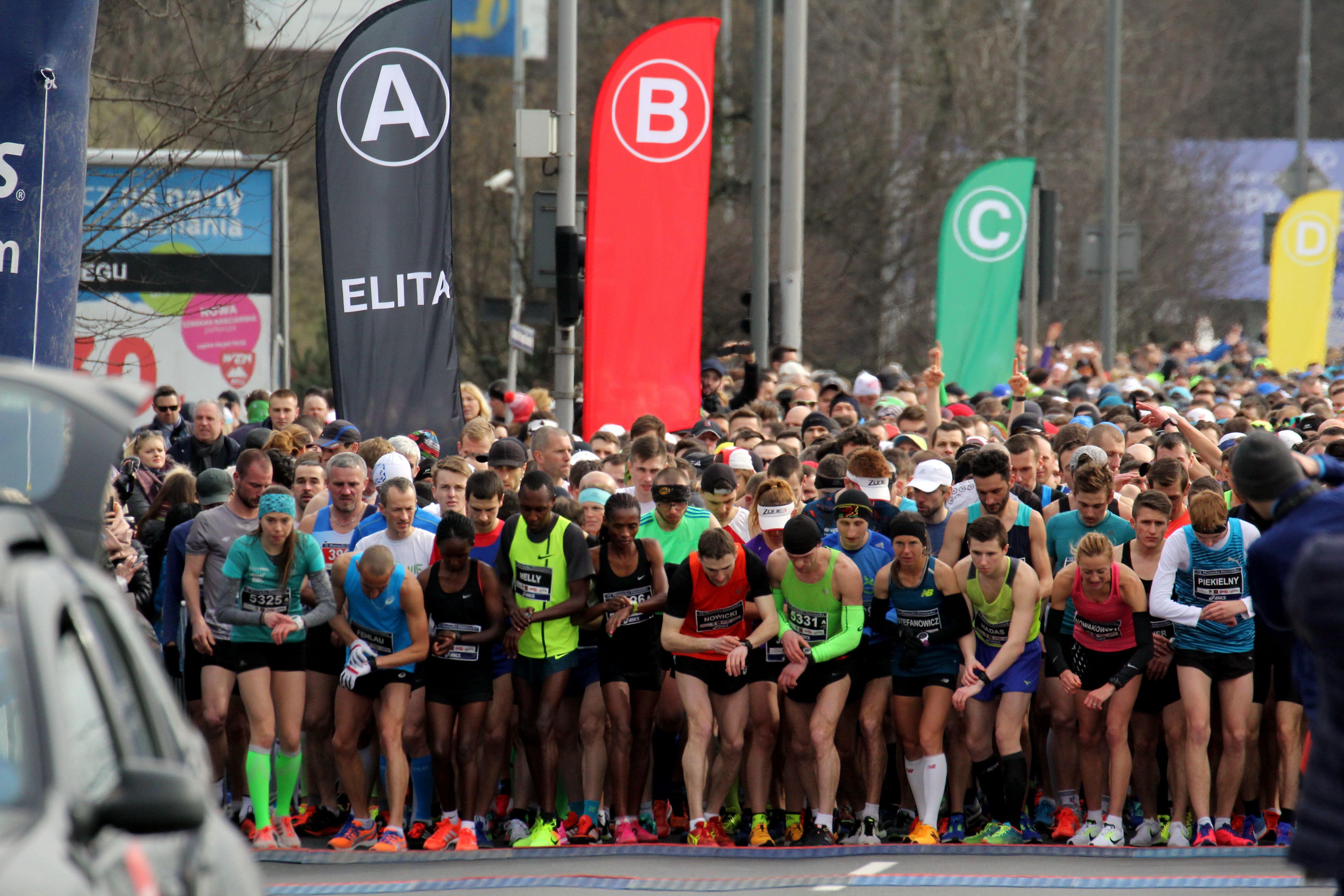 maniacka 2017 d 1075 - 6000 biegaczy stanie na starcie 14. Rekordowej Maniackiej Dziesiątki
