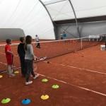 Ruszyły zapisy na półkolonie (1) Półkolonie tenisowe - dzieci na korcie