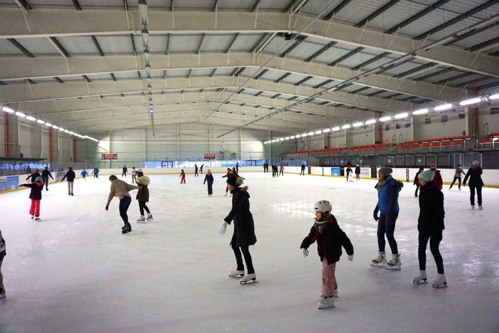 Akcja Zima z POSiR (2) Dzieci na lodowisku