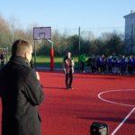 Boisko na Nadolniku (4) Prezydent Wiśniewski przemawia do dzieci