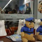 Bezpieczne ferie na lodowisku (2) Maskotki policji i POSiR