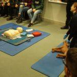 Bezpieczne ferie na lodowisku (5) Trening pierwszej pomocy z fantomami człowieka i psa
