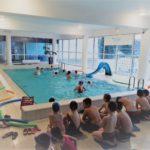 Ferie z POSiR (9) dzieci na małym basenie