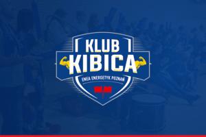 Weekendowe emocje 2 Tarcza herbowa z napisem Klub Kibica na niebieskim tle 300x200 - Weekendowe emocje w POSiR