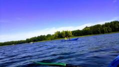 kajaki na jeziorze