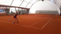 Hala tenisowa - tenisistki grają debla