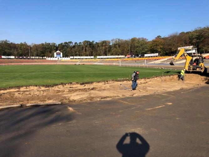 Wykop na stadionie Golęcin