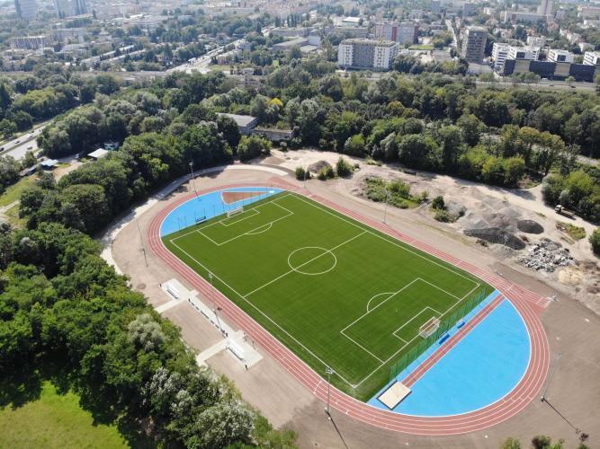Boisko ze sztuczną nawierzchnią Golęcin - ujęcie z drona (fot. PIM)