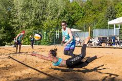 Chwiałka Volley - miksty - siatkarka odbija piłkę (fot. P. Rychter)