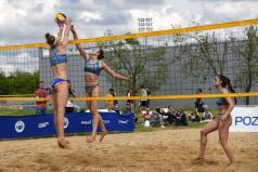 Chwiałka Volley - turniej żeński - siatkarki przy siatce (fot. B. Guziałek)