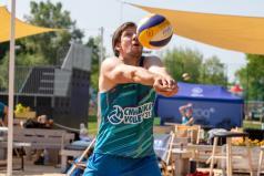 Chwiałka Volley (1) Rataje - siatkarz odbija piłkę (fot. P. Rychter)