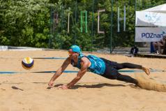 Chwiałka Volley (3) Rataje - siatkarz odbija piłkę (fot. P. Rychter)