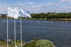 Widok na jezioro, flagi POSiR i Poznania (fot. A.Ciereszko)