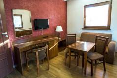 Wnętrze - biurko z fotelem
