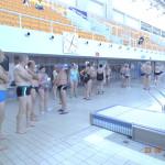 zawodnicy seniorzy na pływalni