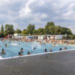 Tłumy na pływalni w Parku Kasprowicza