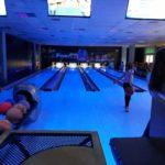 Ferie z POSiR (1) Dzieci na torze bowlingowym