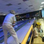 Zapisy na spartakiadę (3) Seniorka na torze bowlingowym