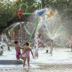Pływalnia letnia w Parku Kasprowicza (2) Brodzik pełen dzieci