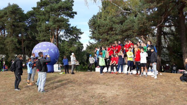 Zdjęcie z zeszłorocznego biegu - dekoracja najlepszych drużyn na podium