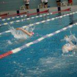 Pływackie Mikołajki (2) Pływające dzieci