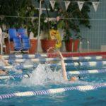Pływackie Mikołajki (3) Pływające dzieci