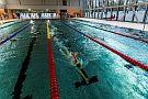 Pływacy na basenie (fot. Adam Ciereszko)